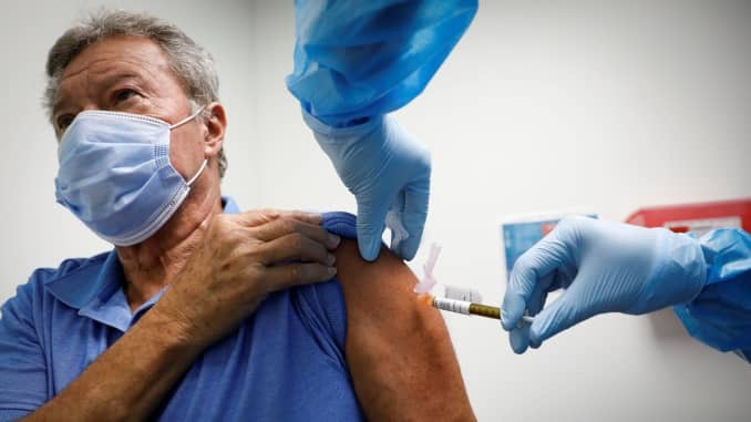 Covid-19 vaccines are not legally required in the United States. (Photo by: Marco Bello)